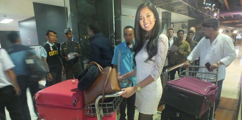 https: img-o.okeinfo.net content 2014 11 20 194 1068183 ikuti-ajang-miss-world-keluarga-dukung-maria-rahajeng-iF5gKnhsDD.jpg