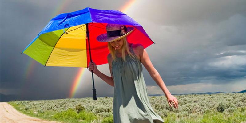 https: img-o.okeinfo.net content 2014 12 10 79 1077177 tetap-stylish-saat-musim-hujan-VuKuHhSDNB.jpg