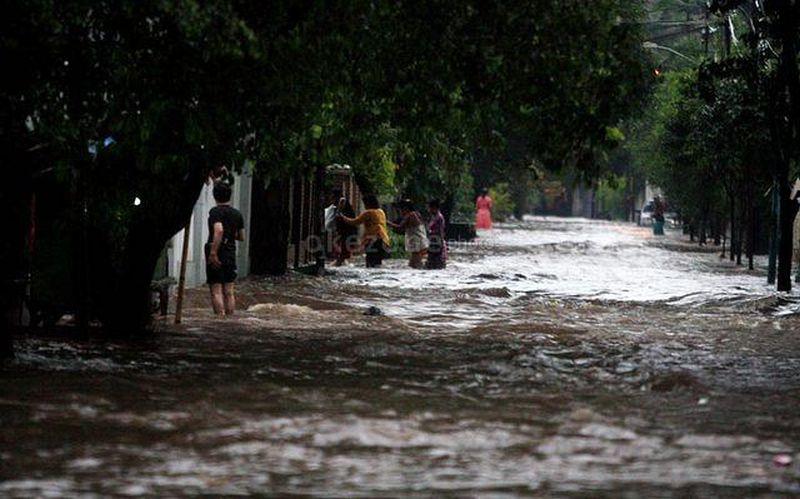 https: img-o.okeinfo.net content 2014 12 17 340 1080442 banjir-di-tapanuli-tengah-isolir-warga-hTgEq8g882.jpg