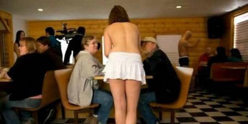 https: img-o.okeinfo.net content 2014 12 28 298 1084758 semua-pelayan-di-cafe-ini-telanjang-dada-7Rk01g3mWD.jpg