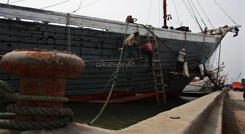 https: img-o.okeinfo.net content 2015 01 05 320 1088084 susi-berhasil-tangkap-illegal-fishing-900-ton-zwuHJ2Rm04.jpg