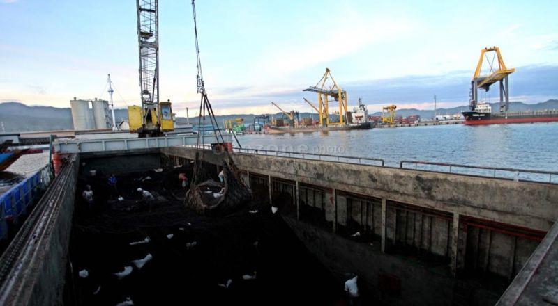https: img-o.okeinfo.net content 2015 04 02 320 1128451 pembangunan-pelabuhan-cilamaya-perhatikan-kinerja-migas-vmNS7nnj0z.jpg