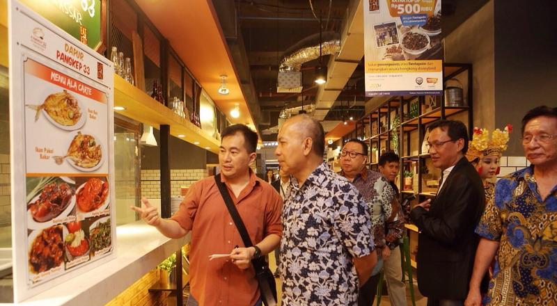 https: img-o.okeinfo.net content 2015 04 20 298 1137227 makan-street-food-yang-nyaman-di-eat-eat-food-market-f6FawKyLq5.jpg