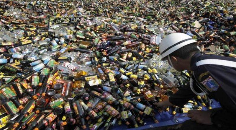 https: img-o.okeinfo.net content 2015 04 26 320 1140236 penjualan-minuman-alkohol-dilarang-industrinya-jalan-terus-yw8vLGoF4G.jpg