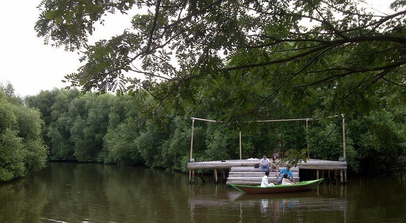 https: img-o.okeinfo.net content 2015 05 17 406 1150961 tips-liburan-ke-taman-wisata-alam-mangrove-pik-3w5AHMdGCc.jpg