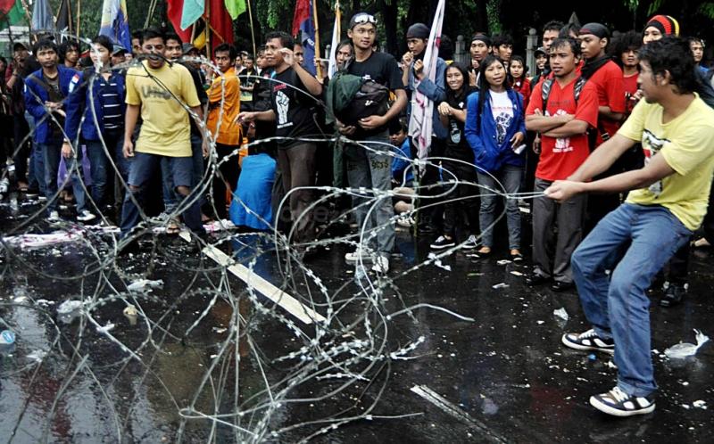 https: img-o.okeinfo.net content 2015 05 20 337 1152489 demo-mahasiswa-di-istana-sepi-vQR358Da6r.jpg