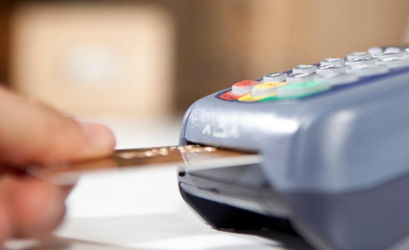 https: img-o.okeinfo.net content 2015 06 24 457 1170688 alasan-mengapa-kamu-butuh-kartu-kredit-lebih-dari-satu-iLtIZBR5ZA.jpg