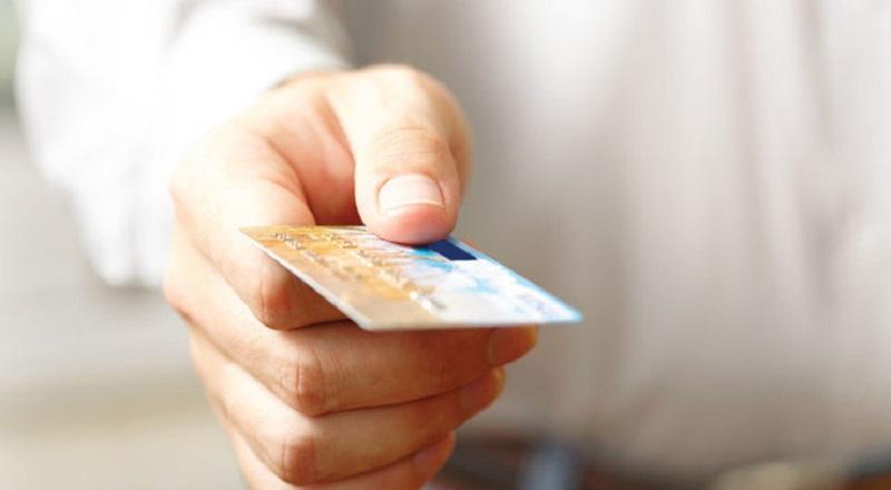 https: img-o.okeinfo.net content 2015 06 29 457 1173194 berikan-kartu-kredit-orangtua-ajarkan-anak-berutang-NewM8k4uOS.jpg
