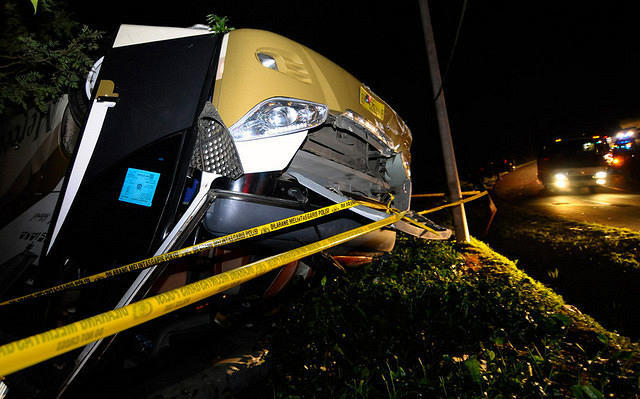 https: img-o.okeinfo.net content 2015 08 03 525 1189834 bus-masuk-parit-di-cipularang-dua-penumpang-tewas-tz16WNcXfX.jpg