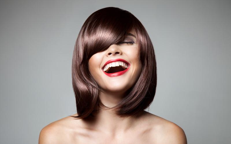 https: img-o.okeinfo.net content 2015 08 04 83 1190324 menyamarkan-kening-lebar-dengan-tatanan-rambut-a9oxXsTfTe.jpg