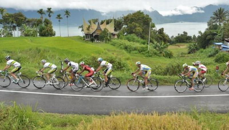 https: img-o.okeinfo.net content 2015 10 01 43 1223977 pembalap-sepeda-tuan-rumah-absen-di-tour-de-singkarak-2015-YptZke9UI1.jpg