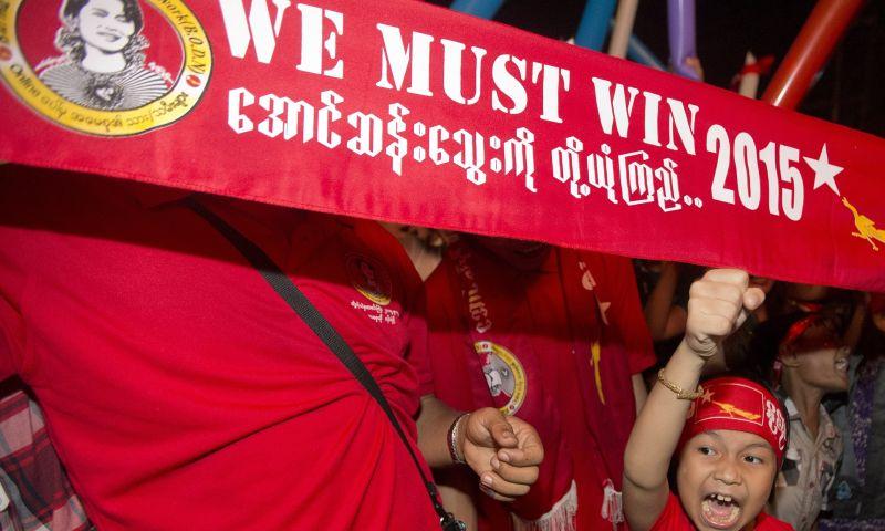 https: img-o.okeinfo.net content 2015 11 13 18 1248762 partai-aung-san-suu-kyi-memenangkan-pemilihan-bersejarah-myanmar-zHQEzBAVMp.jpg