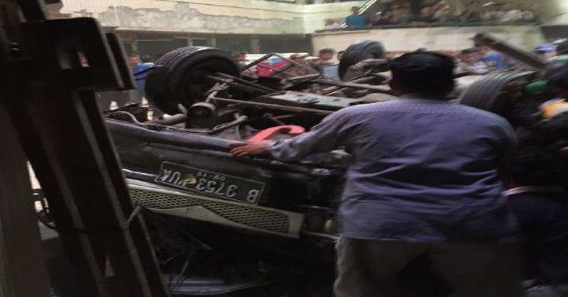 https: img-o.okeinfo.net content 2016 01 19 338 1291817 mobil-jatuh-dari-lantai-3-pasar-cipulir-satu-orang-tewas-ditempat-C5IAXvDJw6.jpg