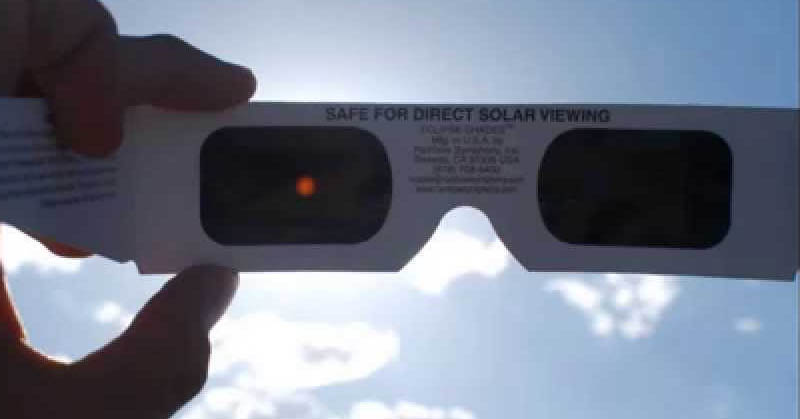 https: img-o.okeinfo.net content 2016 02 29 56 1323880 ini-alasan-penggunaan-kacamata-saat-lihat-gerhana-matahari-total-TSj6HEiAEa.jpg