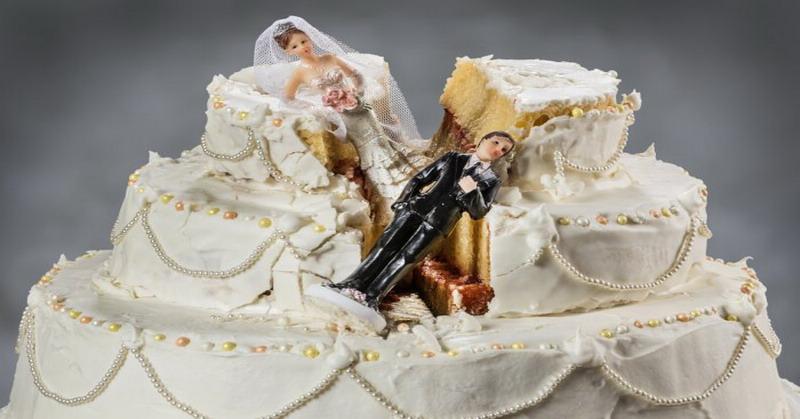 https: img-o.okeinfo.net content 2016 03 31 298 1350560 sederet-kue-pernikahan-yang-tak-pernah-diharapkan-lzB26nRxRr.jpg