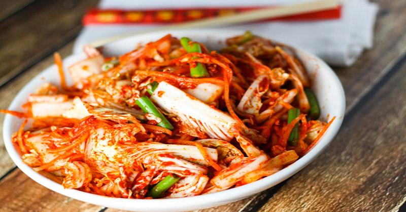 https: img-o.okeinfo.net content 2016 04 27 298 1374016 wow-ada-20-kimchi-di-festival-kimchi-buruan-datang-GlgJg8boJW.jpg