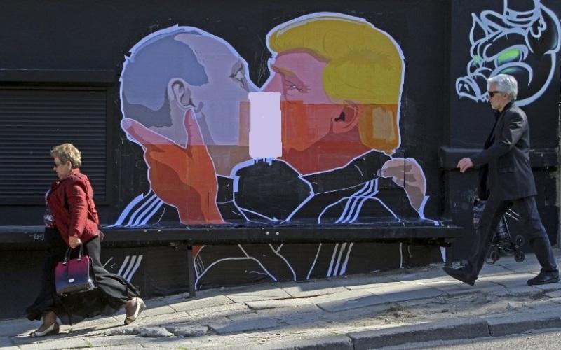 https: img-o.okeinfo.net content 2016 05 14 18 1388230 grafiti-trump-dan-putin-ciuman-hebohkan-jagat-maya-y9lmLqUwGS.jpg
