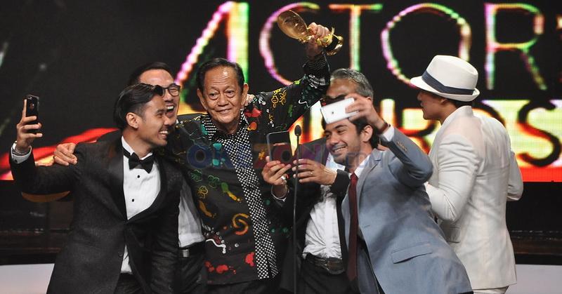https: img-o.okeinfo.net content 2016 05 31 206 1402409 foto-chicco-jerikho-unggah-hebohnya-kemenangan-deddy-sutomo-di-ima-awards-2016-g1hV8LUj5D.jpg