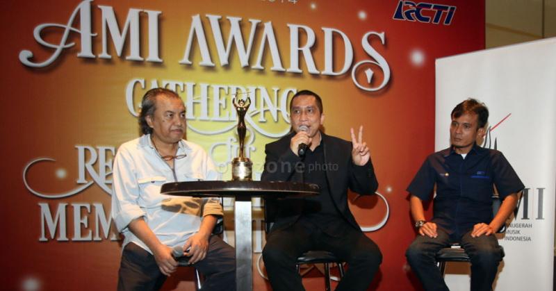 https: img-o.okeinfo.net content 2016 06 14 205 1414952 dwiki-dharmawan-ajak-musisi-daftarkan-karya-ke-ami-awards-19-mPQN5tx3j3.jpg