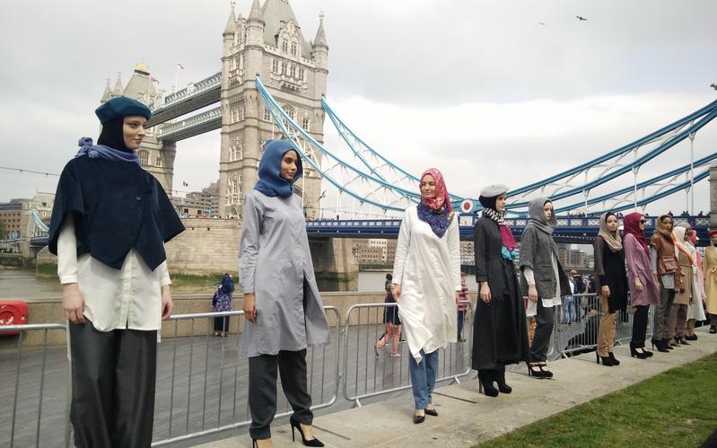 https: img-o.okeinfo.net content 2016 06 27 194 1426234 bekerja-karena-ibadah-bisnis-hijab-elidawati-melambung-tinggi-TibXK6mjEL.jpg