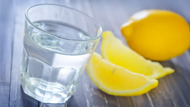 https: img-o.okeinfo.net content 2016 08 04 481 1454876 campuran-air-lemon-dan-minyak-zaitun-bantu-mengobati-alergi-BNSOCZnhcF.jpg