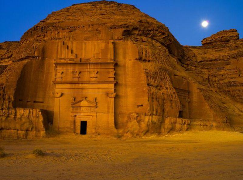 https: img-o.okeinfo.net content 2016 08 24 406 1472360 destinasi-wisata-wajib-saat-ke-arab-saudi-hofUv8pnbI.jpg