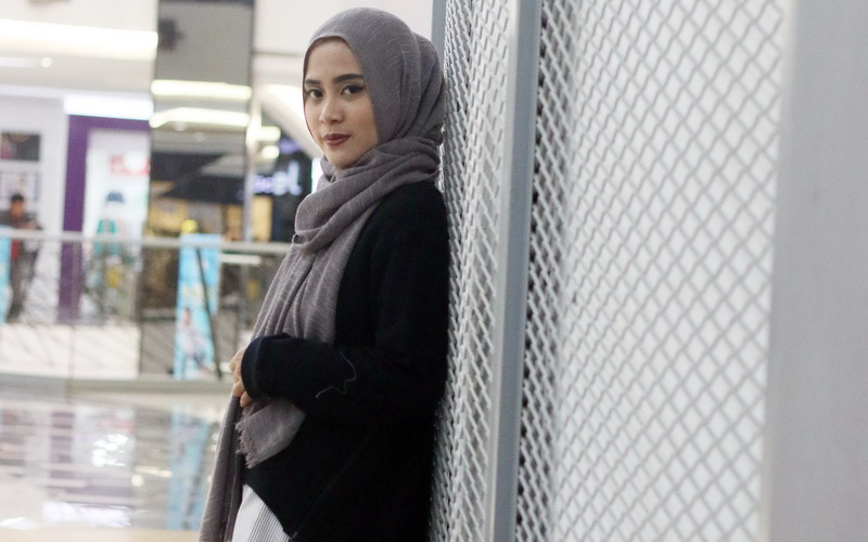 https: img-o.okeinfo.net content 2016 09 10 194 1486400 top-fashion-1-restu-anggraini-akan-memboyong-sejumlah-busana-muslim-ke-amerika-9r0KTPldF2.jpg