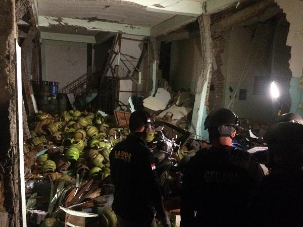 https: img-o.okeinfo.net content 2016 09 12 340 1487198 ini-penampakan-tempat-kejadian-pasca-ledakan-di-makassar-0UmVKAPzHp.jpg