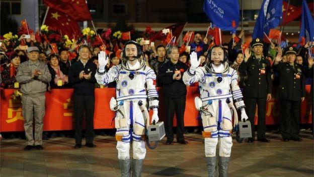 https: img-o.okeinfo.net content 2016 10 17 56 1516788 roket-shenzhou-china-telah-menembus-angkasa-FT42GAWrvH.jpg