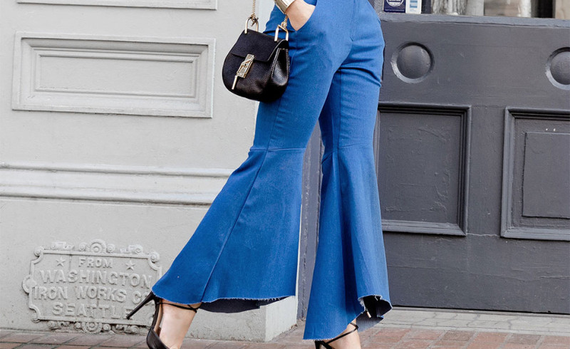 https img o.okeinfo.net content 2016 10 18 194 1518323 top fashion flare jeans si lebar yang stylish ini lagi naik daun TaOMYuPMTW.jpg