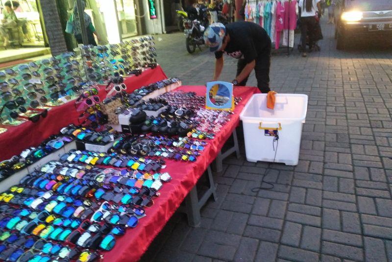 https: img-o.okeinfo.net content 2016 10 19 406 1518755 wisata-malam-ala-pasar-baru-mau-coba-WysgnfToWu.jpg
