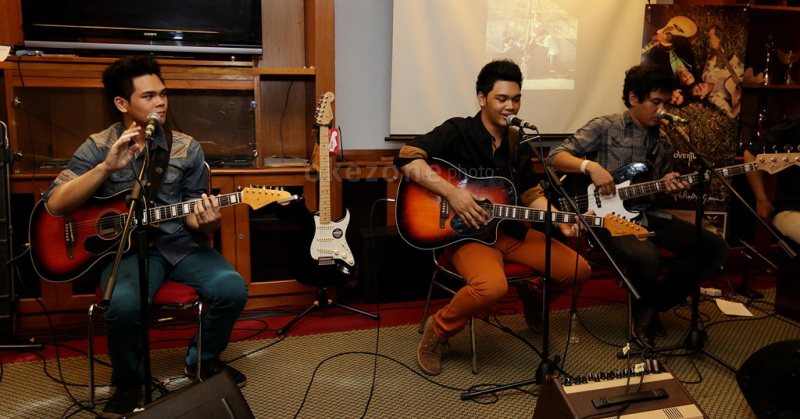 https: img-o.okeinfo.net content 2016 10 20 33 1519846 the-overtunes-curhat-pernah-kena-hack-konten-porno-iB5nl1CaGn.jpg
