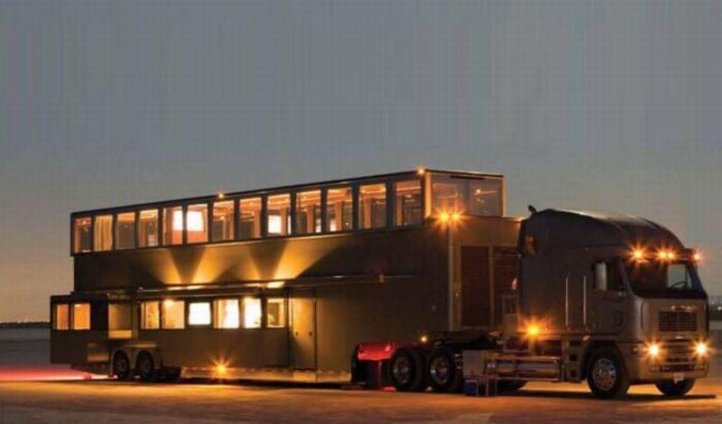 https: img-o.okeinfo.net content 2016 10 27 15 1526425 inilah-truk-trailer-paling-mewah-seharga-rp32-m-milik-will-smith-gK0wlKQJZW.jpg
