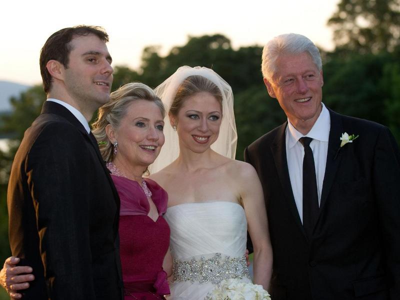 https: img-o.okeinfo.net content 2016 11 08 18 1535455 putri-semata-wayang-bill-hillary-clinton-pakai-uang-yayasan-untuk-nikah-Ym1pHu2rQp.jpg