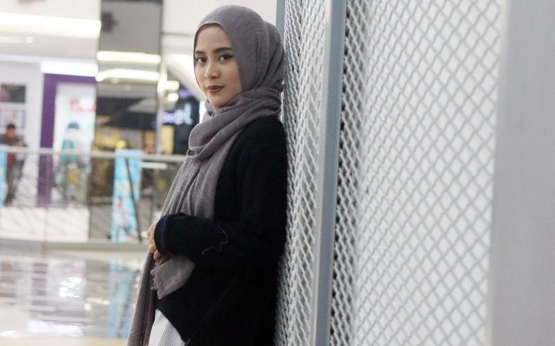 https: img-o.okeinfo.net content 2016 11 10 194 1537789 tutorial-hijab-untuk-si-wajah-bulat-ala-restu-anggraini-8dLyk2wpqj.jpg