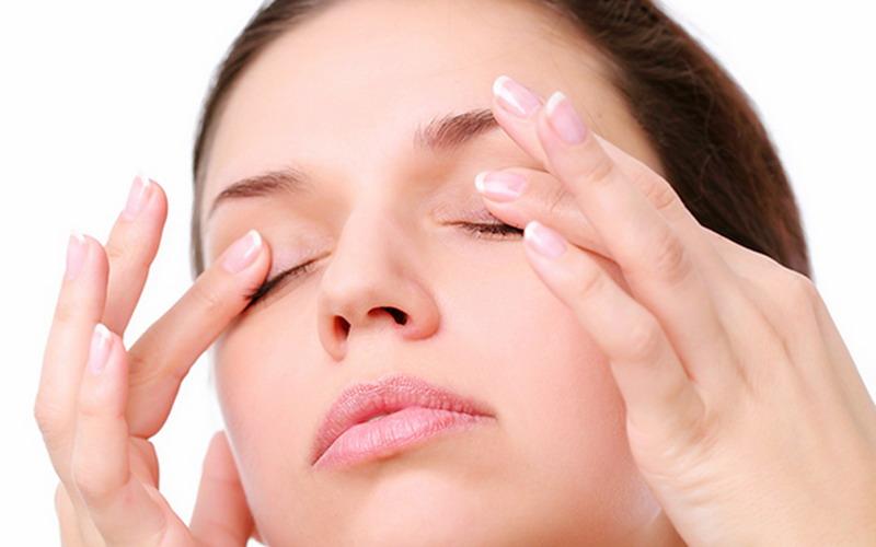 https: img-o.okeinfo.net content 2016 12 02 194 1557498 tips-merawat-fake-eyelashes-ala-luna-maya-3UjcrkVQDY.jpg