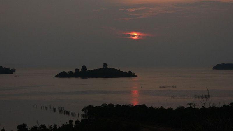https: img-o.okeinfo.net content 2016 12 02 406 1556940 kecantikan-terumbu-karang-pulau-abang-tak-kalah-dibanding-raja-ampat-8ouSSvDgXZ.jpg
