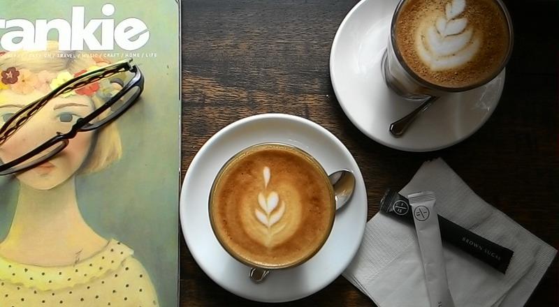 https: img-o.okeinfo.net content 2016 12 05 298 1559249 antimainstream-pria-ini-mendaki-puncak-gunung-untuk-membuat-latte-art-DPCie6m873.jpg