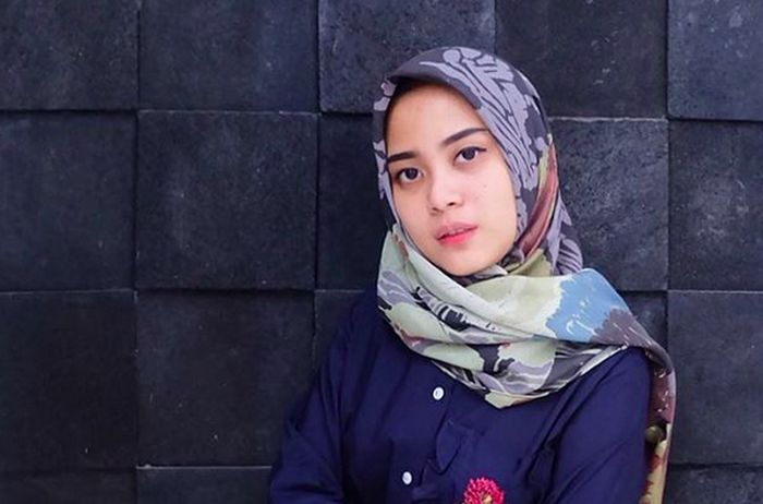 https: img-o.okeinfo.net content 2017 01 02 194 1581383 intip-gaya-hijab-untuk-acara-pesta-ala-desainer-restu-anggraini-b5xav1kPaj.jpg