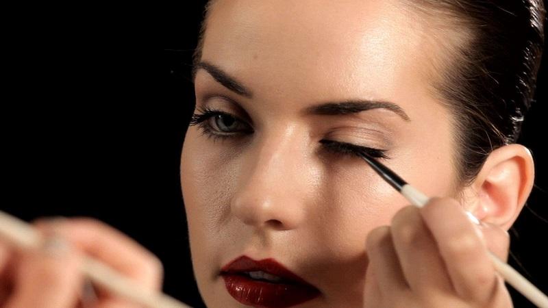 https: img-o.okeinfo.net content 2017 01 09 194 1586816 tips-memilih-eyeliner-kenali-jenisnya-lebih-dulu-QubGQxBxoe.jpg