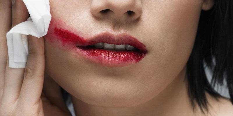 https img o.okeinfo.net content 2017 01 11 194 1589200 lipstik merah hingga maskara selalu jadi item andalan wanita TH1liYCcIA.jpg