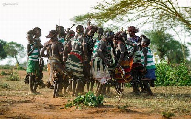 https img o.okeinfo.net content 2017 01 12 406 1589540 penampakan suku di ethiopia yang punya budaya perhiasan unik oJld3SNOIH.JPG