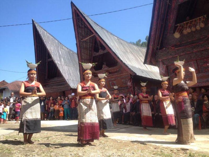 https: img-o.okeinfo.net content 2017 02 15 406 1619024 tiga-desa-adat-batak-di-danau-toba-bersatu-melestarikan-budaya-indonesia-cLEgT96AWQ.jpg