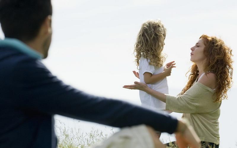 https: img-o.okeinfo.net content 2017 02 16 196 1620282 cara-terbaik-mengatakan-pada-anak-orangtua-bercerai-tanpa-menyakitinya-VGArwS3yFj.jpg