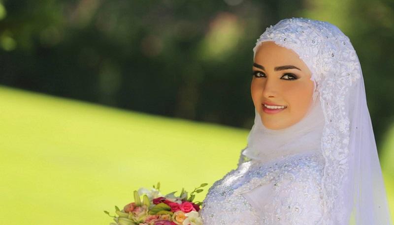 https img o.okeinfo.net content 2017 02 17 194 1621287 gaun bertabur mutiara yang elegan tren busana pengantin hijab 2017 3R5uM8acDB.jpg