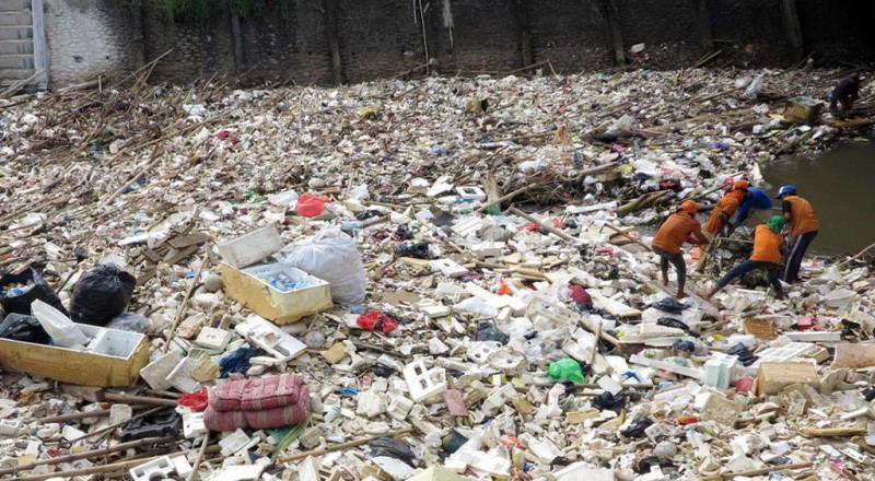 https: img-o.okeinfo.net content 2017 02 25 338 1627998 buseet-kebun-raya-bogor-tampung-10-ton-sampah-NOah8ZOML0.jpg