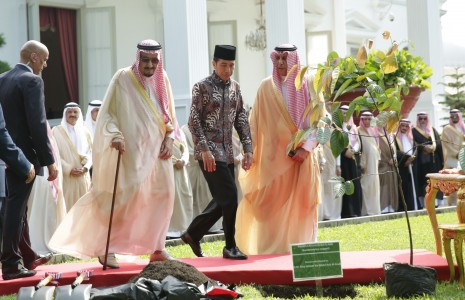 https: img-o.okeinfo.net content 2017 03 08 320 1637227 berkah-raja-salman-frekuensi-penerbangan-indonesia-arab-unlimited-riLPVkMwFT.jpg