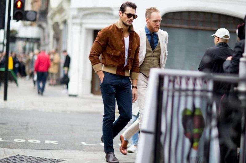 https: img-o.okeinfo.net content 2017 03 14 194 1642136 bosan-pakai-celana-jins-pria-bisa-tampil-lebih-stylish-dengan-celana-chino-3sqiMUyJGZ.jpg