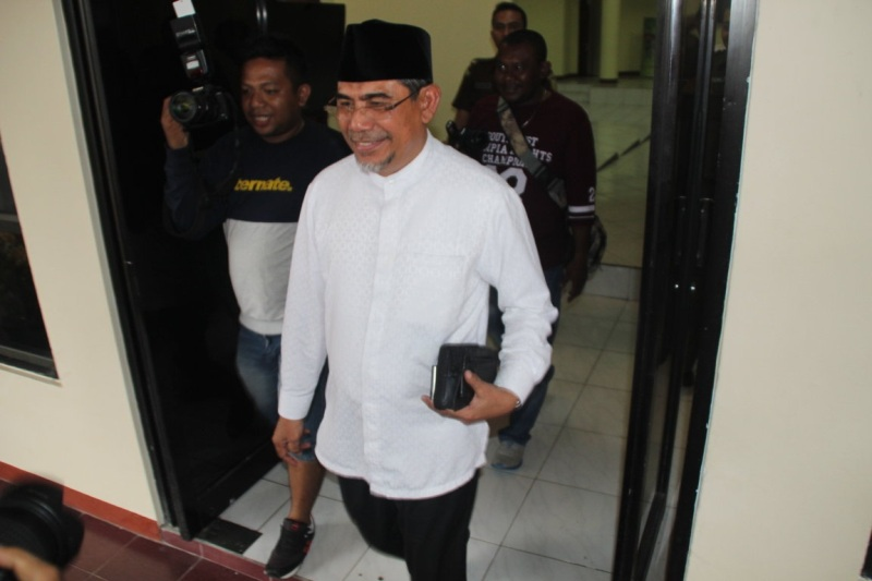 https: img-o.okeinfo.net content 2017 03 15 340 1643626 mantan-bupati-halmahera-selatan-diperiksa-terkait-korupsi-bansos-6HuLQHTfqK.jpg