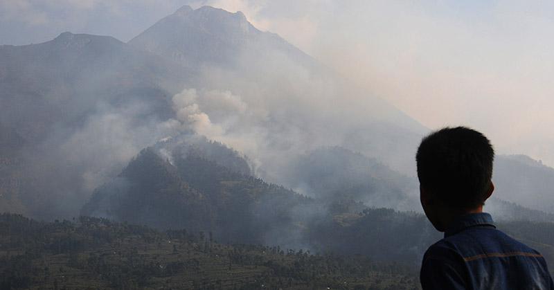 https: img-o.okeinfo.net content 2017 03 19 512 1646347 tolak-geothermal-budayawan-anggap-gunung-lawu-saksi-sejarah-kejayaan-nusantara-ZcMLVW2214.jpg